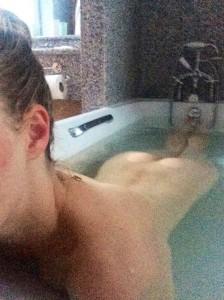 Amanda Seyfried nude in bath
