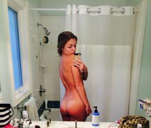 Lili Simmons bath