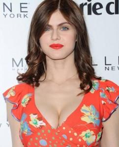 Alexandra Daddario cleavage
