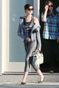 Anne Hathaway Cameltoe Photo