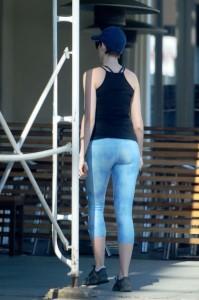 Anne Hathaway Cameltoe in Spandex