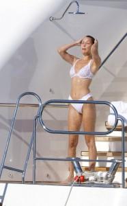Bella Hadid sexy bikini