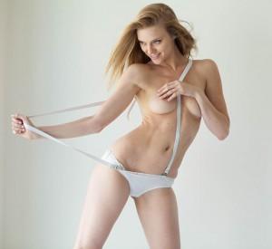 Elle Evans naked