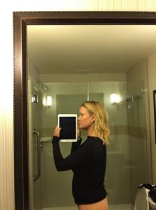 Laurie Holden selfie 2