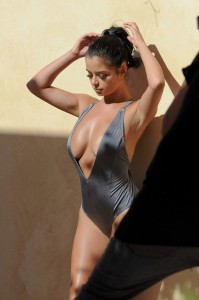 Demi Rose sexy sideboob