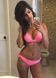 Jasmin Walia sexy pink bikini selfie