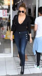 Jennifer Lopez hot cleavage