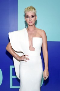 Katy Perry sexy new haircut