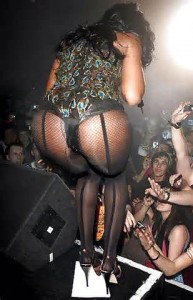 Kelly Rowlands pantyhose on stage
