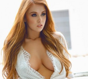Leanna Decker cleavage