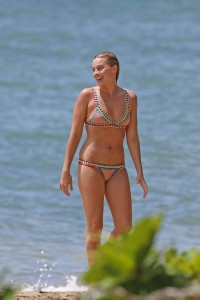 Margot Robbie hot bikini