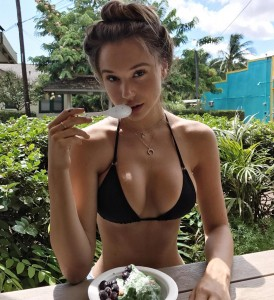 Alexis Ren sexy cleavage