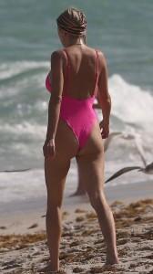 Caroline Vreeland hot arse in swimsuit