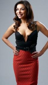 Shobna Gulati mega cleavage