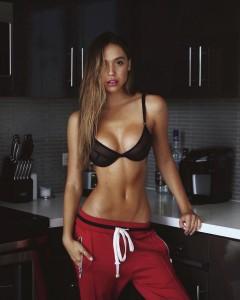 Alexis Ren sexy bra