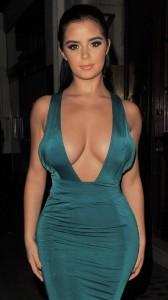Demi Rose yummi cleavage