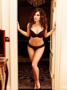 Kelly Brook hot bra