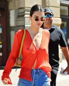 Kendall Jenner pokies sexy