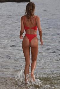 Kimberley Garner sexy ass in swimsuit