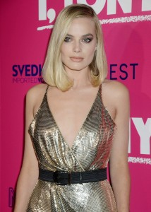 Margot Robbie sexy golden dress