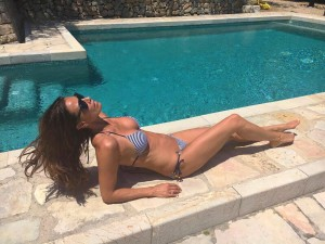 Melanie Sykes hot boobs