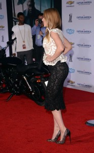Scarlett Johansson sexy skirt