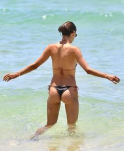 Alessandra Ambrosio sexy bikini ass