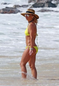 *EXCLUSIVE* *EXCLUSIVE - STRICTLY NOT AVAILABLE FOR ONLINE USE UNTIL FURTHER NOTICE - Singer Britney Spears shows off Toned abs as she hits the beach in yellow bikini