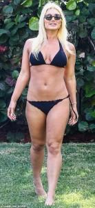 Brooke Hogan sexy black bikini