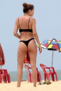 Doutzen Kroes black bikini