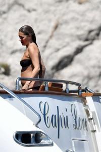 Kate Moss nipples paparazzi