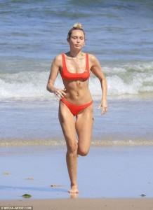 Miley Cyrus cameltoe