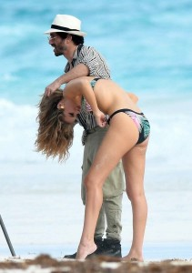 Rosie Huntington-Whiteley oops 2