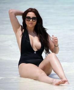 Amelia Goodman hot swimsuit