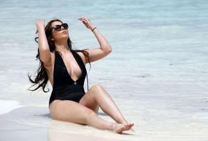 Amelia Goodman swimsuit cleavage