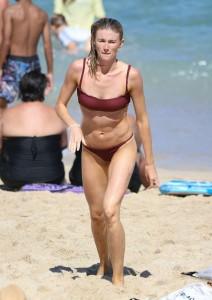Amy Pejkovic sexy bikini