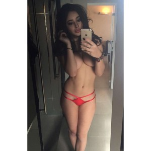 Courtnie Quinlan nude selfie